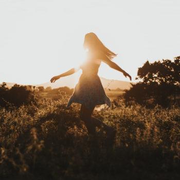 EL PLACER DE VIVIR. Talle en la naturaleza. Terapia corporal integrativa, danza del vientres, danza libre, bioenergética, respiración, conciencia corporal...